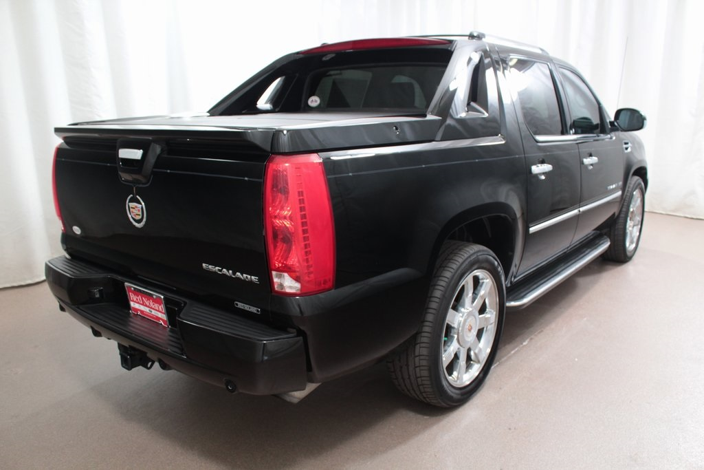 Pre-Owned 2013 Cadillac Escalade EXT Luxury