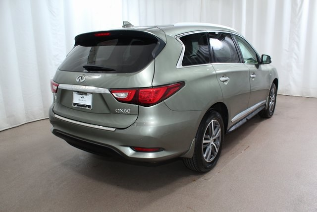 Pre-Owned 2016 INFINITI QX60 AWD w/ Nav and DVDs